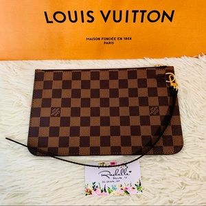 Louis Vuitton Neverfull MM Pouch